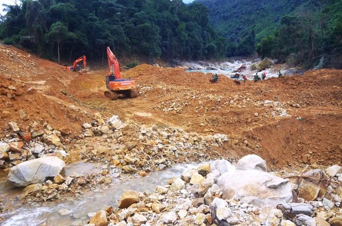Nhìn gần 'dòng sông mới' Rào Trăng vừa nắn chỉnh để tìm nạn nhân mất tích  - ảnh 7