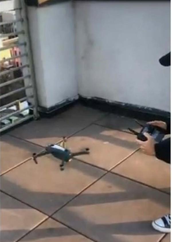 Tình yêu thời cách ly: Chuyện như phim về anh chàng tỏ tình với cô hàng xóm bằng drone và quả cầu nhựa khổng lồ! - ảnh 3