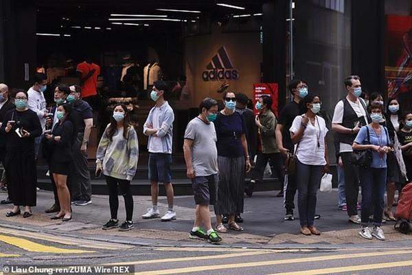 Hong Kong đang ở trong làn sóng COVID-19 thứ ba, từ mai cấm tập trung nhiều hơn 2 người - ảnh 1