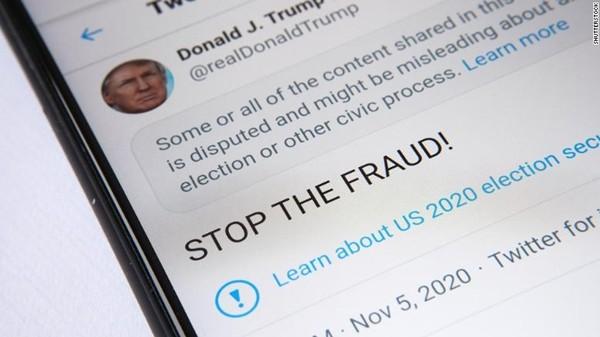 """Twitter """"thay đổi thái độ"""" với Tổng thống Trump: Gắn vào bài câu cảnh cáo mà ông ghét nhất - ảnh 1"""