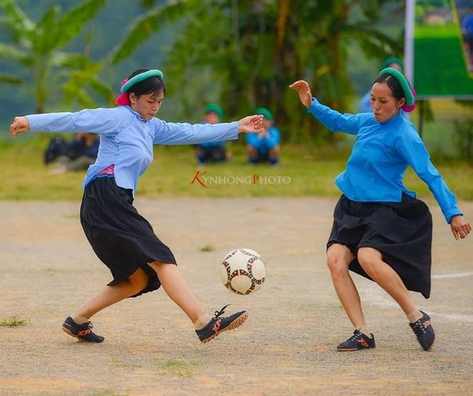 Những cô gái Sán Chỉ tham gia giải đá bóng nữ trong trang phục váy dân tộc  - ảnh 7