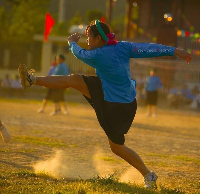 Những cô gái Sán Chỉ tham gia giải đá bóng nữ trong trang phục váy dân tộc  - ảnh 8