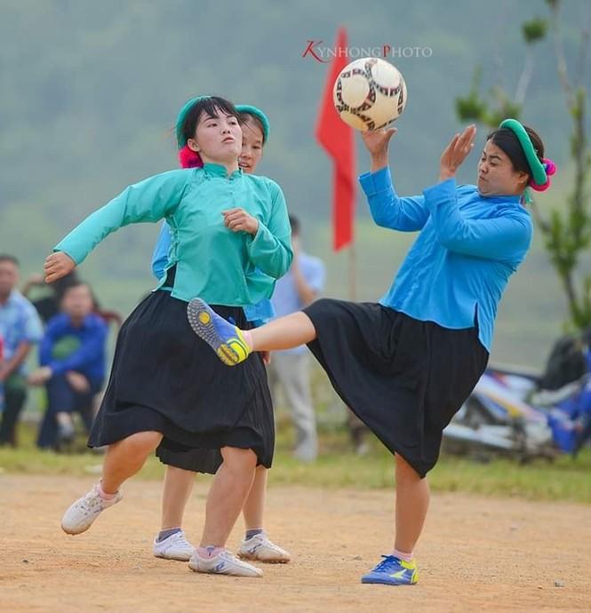 Những cô gái Sán Chỉ tham gia giải đá bóng nữ trong trang phục váy dân tộc  - ảnh 6