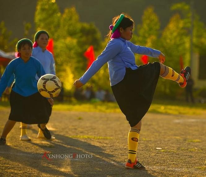 Những cô gái Sán Chỉ tham gia giải đá bóng nữ trong trang phục váy dân tộc  - ảnh 4