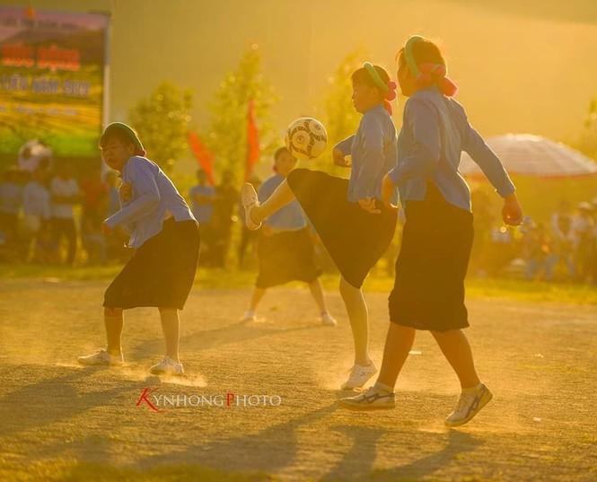 Những cô gái Sán Chỉ tham gia giải đá bóng nữ trong trang phục váy dân tộc  - ảnh 5