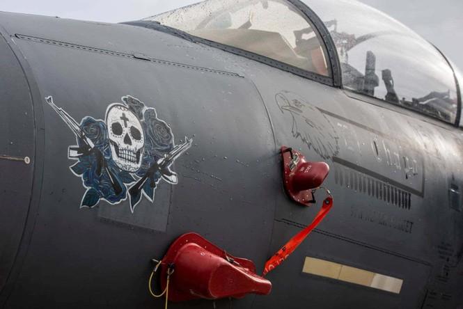 Xem dàn tiêm kích F-15E 'phiên bản Halloween' của Không quân Hoàng gia Anh - ảnh 13