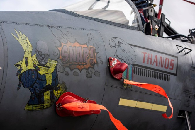Xem dàn tiêm kích F-15E 'phiên bản Halloween' của Không quân Hoàng gia Anh - ảnh 1