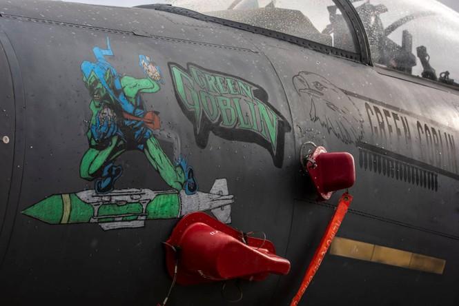 Xem dàn tiêm kích F-15E 'phiên bản Halloween' của Không quân Hoàng gia Anh - ảnh 6