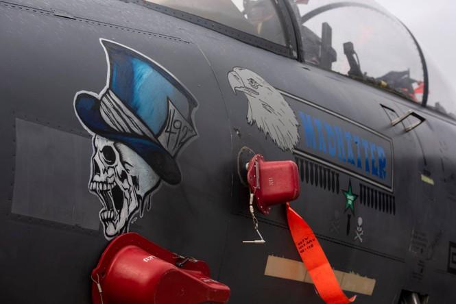 Xem dàn tiêm kích F-15E 'phiên bản Halloween' của Không quân Hoàng gia Anh - ảnh 9