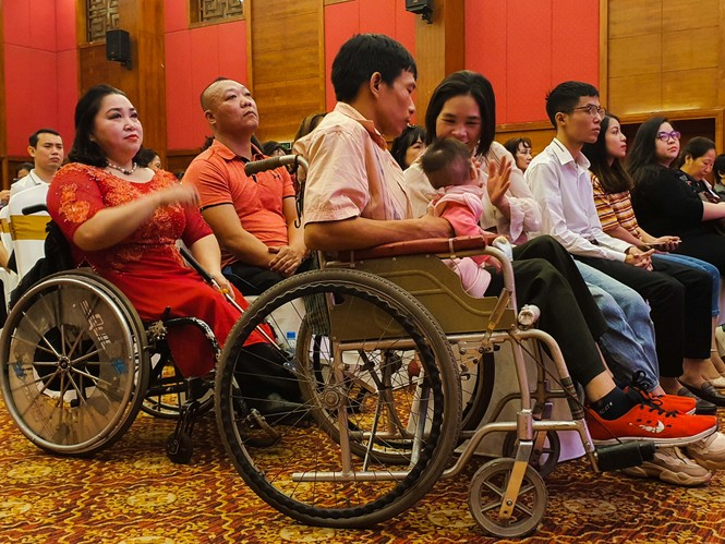 Lễ cưới tập thể 'Giấc mơ có thật' cho hơn 40 cặp đôi khuyết tật  - ảnh 2