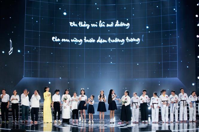 Tiết mục xúc động nhất đêm Chung kết Hoa hậu Việt Nam 2020 - ảnh 10