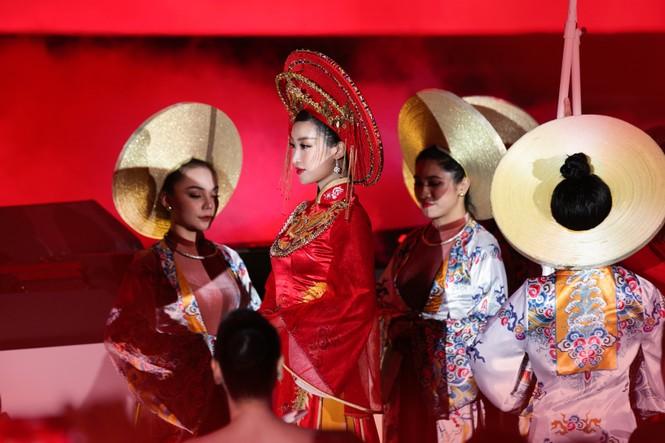 Hoa hậu Đỗ Mỹ Linh ăn chay 2 ngày để ngồi kiệu rồng hóa Thánh Mẫu tại Chung kết HHVN 2020 - ảnh 5