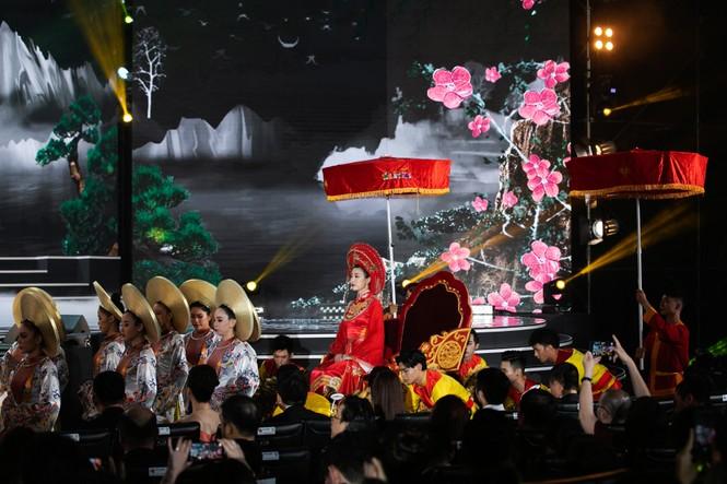 Hoa hậu Đỗ Mỹ Linh ăn chay 2 ngày để ngồi kiệu rồng hóa Thánh Mẫu tại Chung kết HHVN 2020 - ảnh 3