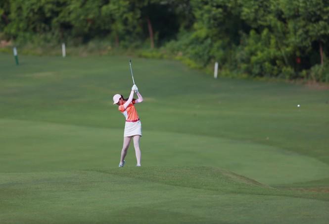 Người đẹp Lê Thanh Tú: 'Cuộc sống tích cực hơn nhờ golf' - ảnh 3