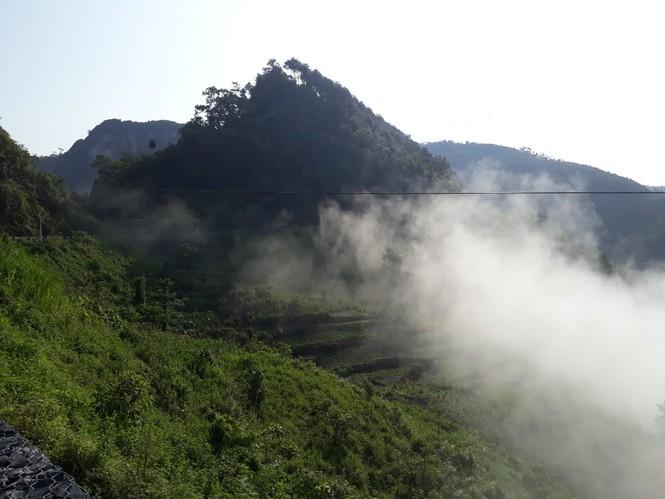 Phượt thủ mê mẩn vẻ đẹp mây phủ trên núi Cổng trời Quản Bạ - ảnh 9
