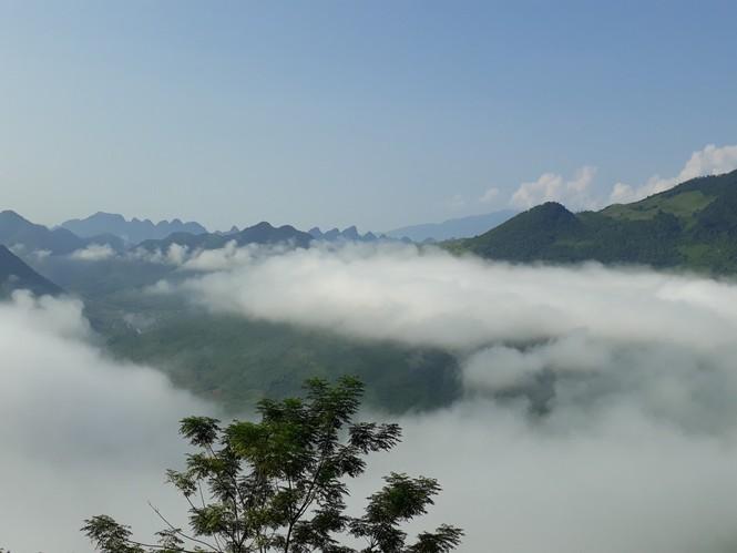 Phượt thủ mê mẩn vẻ đẹp mây phủ trên núi Cổng trời Quản Bạ - ảnh 4