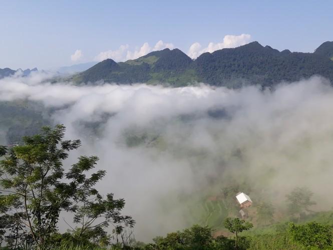 Phượt thủ mê mẩn vẻ đẹp mây phủ trên núi Cổng trời Quản Bạ - ảnh 8