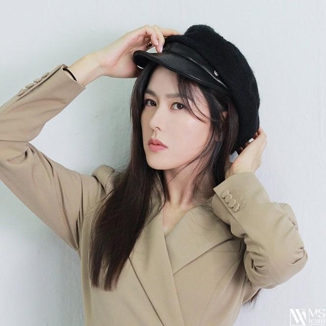 """Học ngay """"chị đẹp"""" Son Ye Jin cách dùng phụ kiện cho tóc xinh đẹp ấn tượng trong mùa Đông - ảnh 5"""