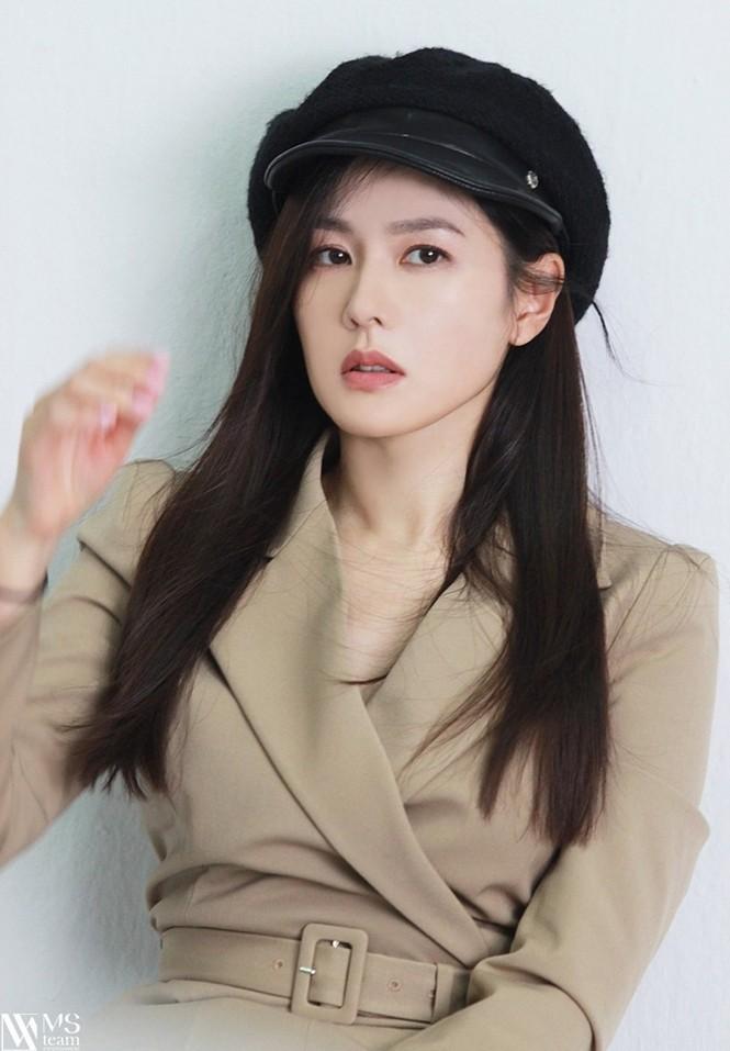 """Học ngay """"chị đẹp"""" Son Ye Jin cách dùng phụ kiện cho tóc xinh đẹp ấn tượng trong mùa Đông - ảnh 6"""