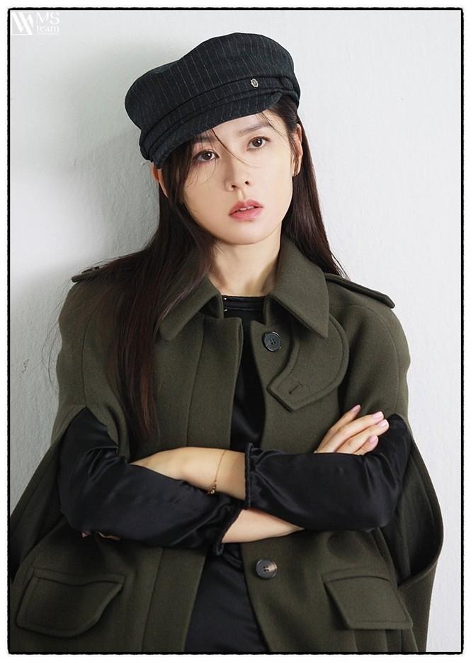 """Học ngay """"chị đẹp"""" Son Ye Jin cách dùng phụ kiện cho tóc xinh đẹp ấn tượng trong mùa Đông - ảnh 7"""