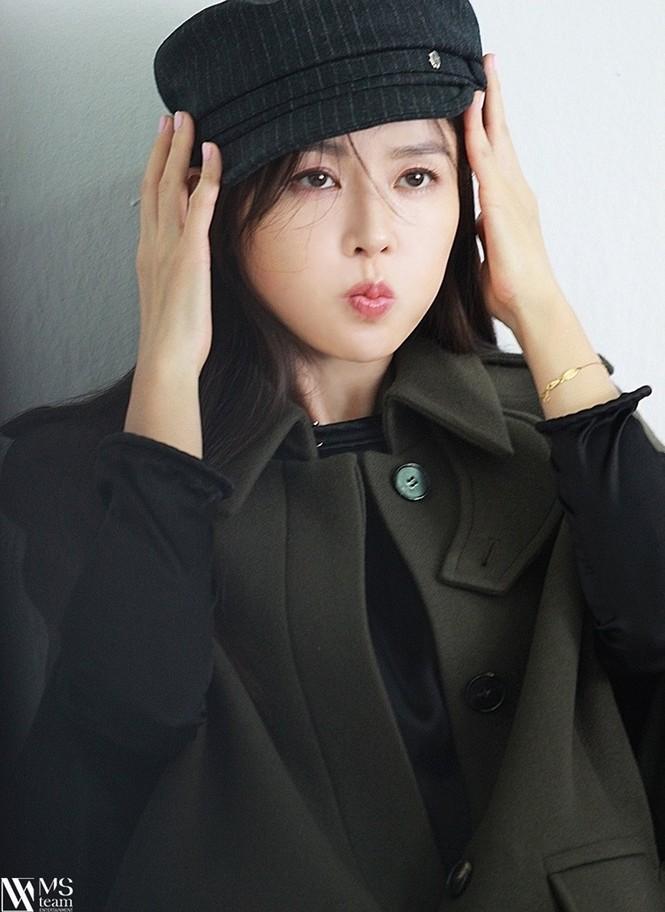 """Học ngay """"chị đẹp"""" Son Ye Jin cách dùng phụ kiện cho tóc xinh đẹp ấn tượng trong mùa Đông - ảnh 8"""