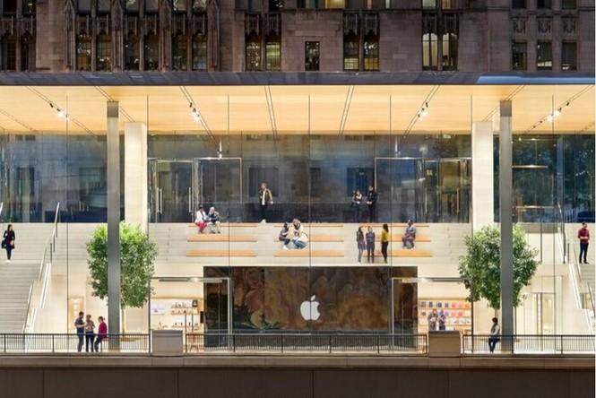 Apple là một trong những nhà bán lẻ đầu tiên đóng cửa hàng vì dịch COVID-19. - ảnh 1