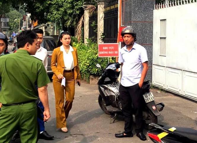 Người dân ùn ùn đến công an trình báo sau khi Chủ tịch Alibaba bị bắt - ảnh 1