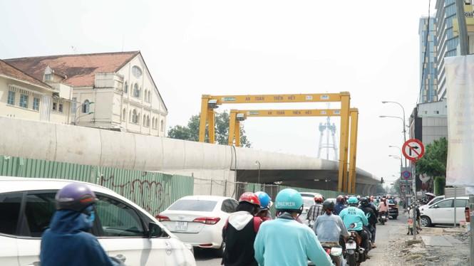 Cầu Thủ Thiêm 2 lại dừng thi công vì 'đói' vốn, thiếu mặt bằng - ảnh 2