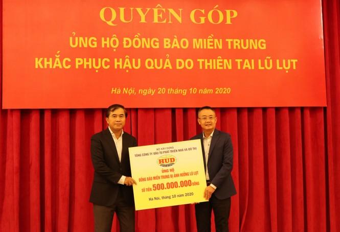 Đại hội đảng bộ TP Đà Nẵng, đại biểu quyên góp được hơn 140 triệu ủng hộ dân vùng bão lụt - ảnh 7