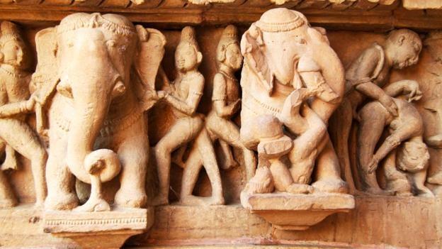 Đỏ mặt với ngôi đền ngàn tuổi chứa đầy tượng 'phòng the' - ảnh 4
