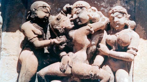 Đỏ mặt với ngôi đền ngàn tuổi chứa đầy tượng 'phòng the' - ảnh 9