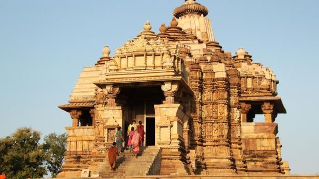 Đỏ mặt với ngôi đền ngàn tuổi chứa đầy tượng 'phòng the' - ảnh 1