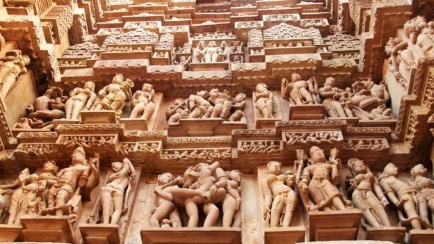 Đỏ mặt với ngôi đền ngàn tuổi chứa đầy tượng 'phòng the' - ảnh 2