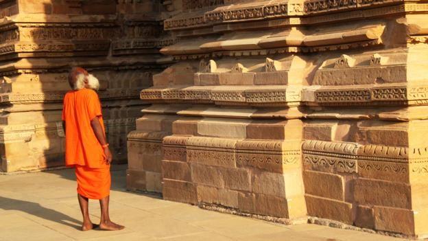 Đỏ mặt với ngôi đền ngàn tuổi chứa đầy tượng 'phòng the' - ảnh 12