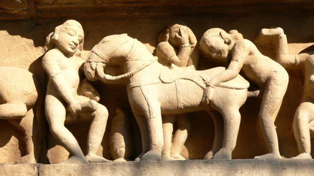 Đỏ mặt với ngôi đền ngàn tuổi chứa đầy tượng 'phòng the' - ảnh 10