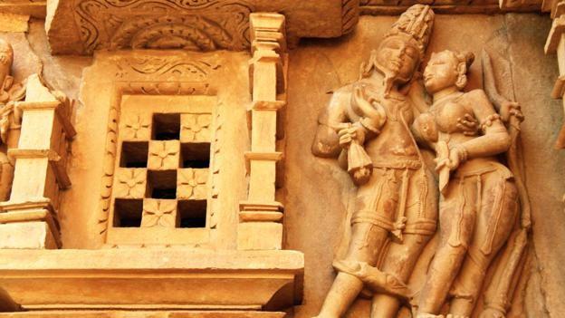 Đỏ mặt với ngôi đền ngàn tuổi chứa đầy tượng 'phòng the' - ảnh 3
