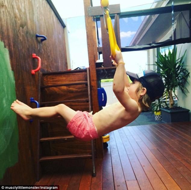 Choáng với bé 3 tuổi sở hữu cơ bụng sáu múi cuồn cuộn - ảnh 10