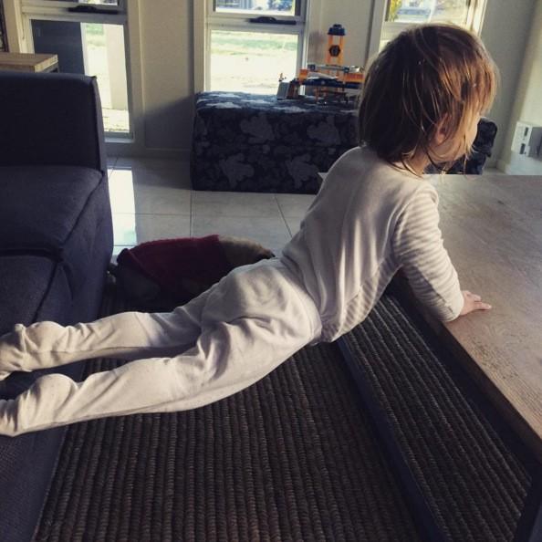 Choáng với bé 3 tuổi sở hữu cơ bụng sáu múi cuồn cuộn - ảnh 7