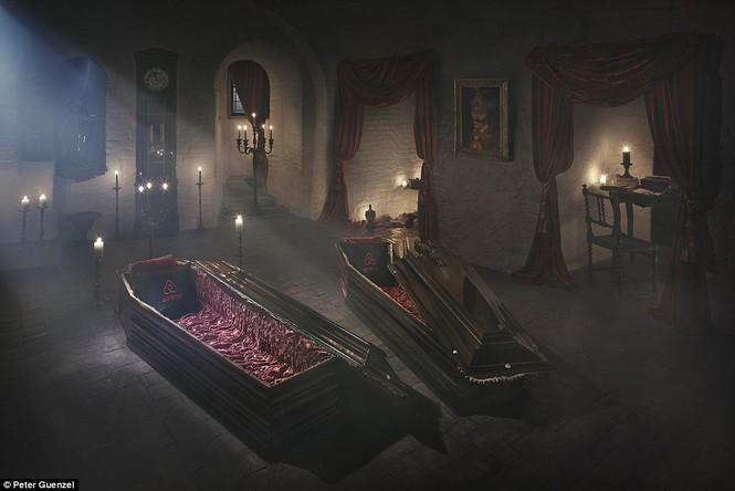 Lâu đài Dracula mở cửa cho khách vào ngủ trong quan tài - ảnh 3