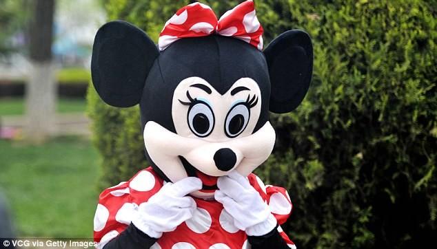 Mẹ chồng đóng vai chuột Minnie kiếm tiền chữa bệnh cho con dâu - ảnh 7
