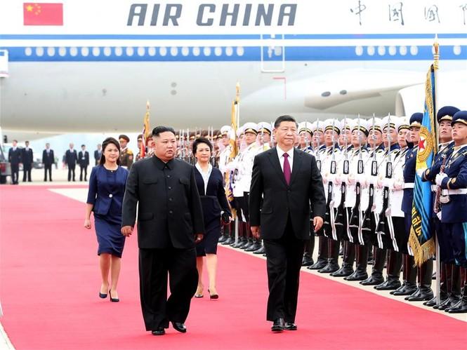 Ông Tập Cận Bình đi xe mui trần, vẫy chào người dân Triều Tiên - ảnh 3