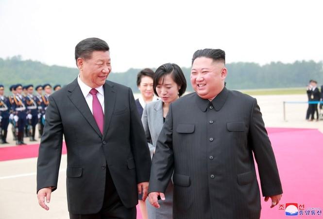 Ông Tập Cận Bình đi xe mui trần, vẫy chào người dân Triều Tiên - ảnh 7