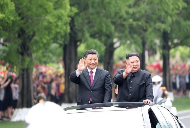 Ông Tập Cận Bình đi xe mui trần, vẫy chào người dân Triều Tiên - ảnh 11