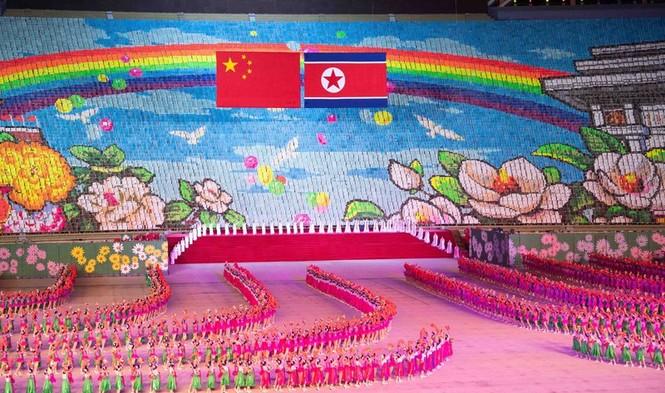 Ông Tập Cận Bình đi xe mui trần, vẫy chào người dân Triều Tiên - ảnh 18