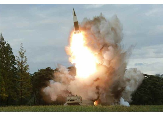 Xem tên lửa Triều Tiên rời bệ phóng, nhắm trúng mục tiêu trên biển - ảnh 4
