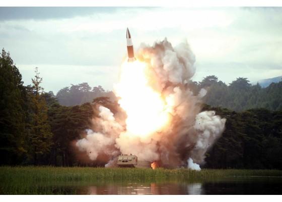 Xem tên lửa Triều Tiên rời bệ phóng, nhắm trúng mục tiêu trên biển - ảnh 3