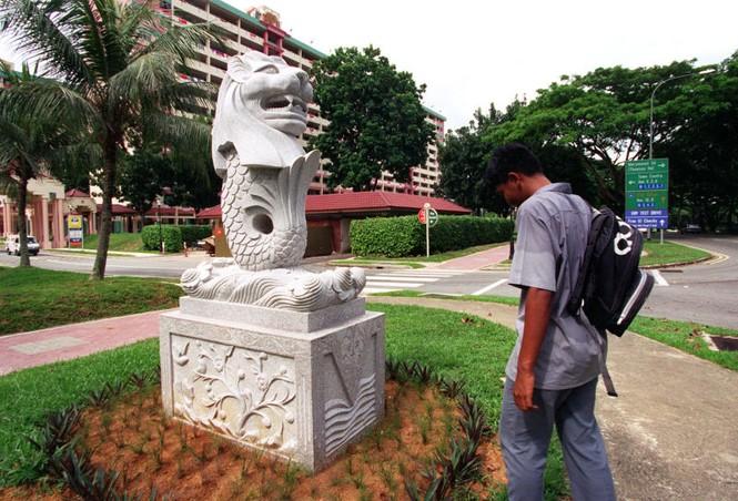 Singapore dỡ bỏ tượng sư tử biển lớn nhất để làm đường - ảnh 2