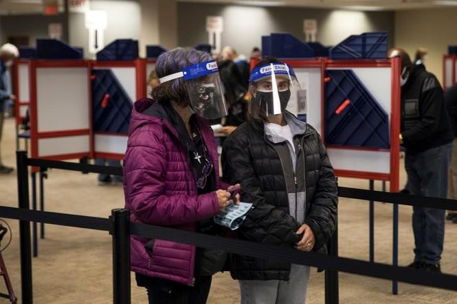 Mỹ: Gần 28 triệu cử tri đã bỏ phiếu sớm vì sợ COVID-19 - ảnh 1