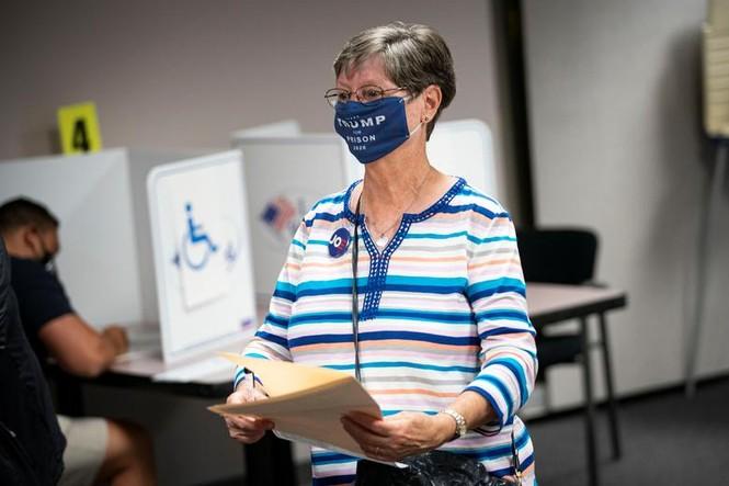 Mỹ: Gần 28 triệu cử tri đã bỏ phiếu sớm vì sợ COVID-19 - ảnh 2