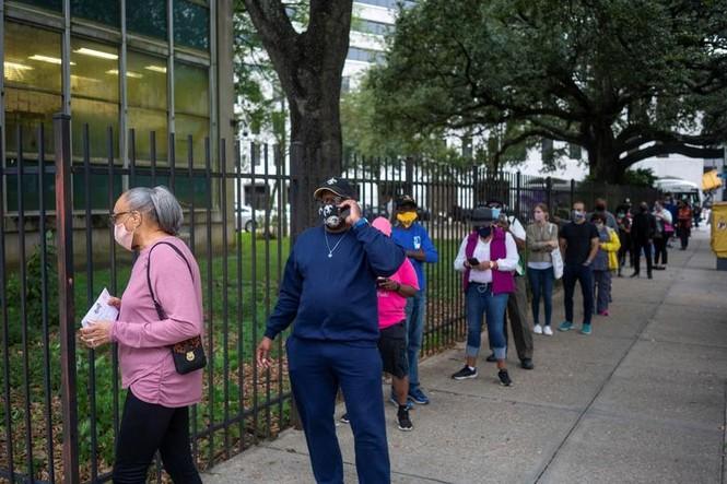 Mỹ: Gần 28 triệu cử tri đã bỏ phiếu sớm vì sợ COVID-19 - ảnh 5